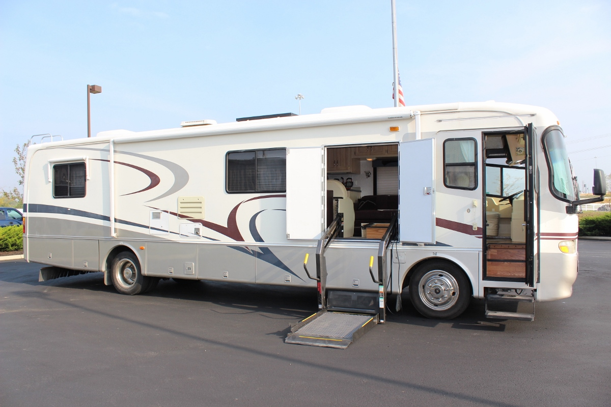 Wheelchair accessible rv motorhome for Handicap accessible mobile homes for sale