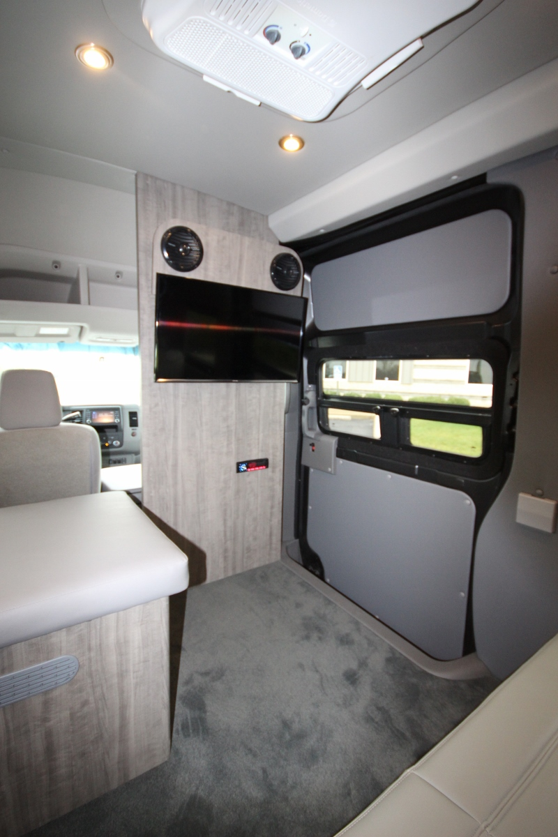 Luxury nissan nv tailgater for Creative design interior of nevada